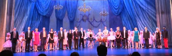Applaus alle medvirkende, pedagoger og repetitører, helt til venstre rektor Knut Breder. , foto Tomas Bagackas