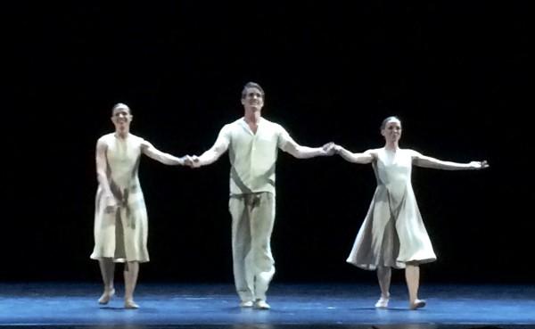 Cina Espejord hadde fått det ærefulle oppdrag å kreerte urfremføringen til  Ballettskolens 50 års jubileum, To day you are young. Musikk Max Richter. her Cina Espejord, Max Wax og Caroline Rocca. Foto Henning Høholt