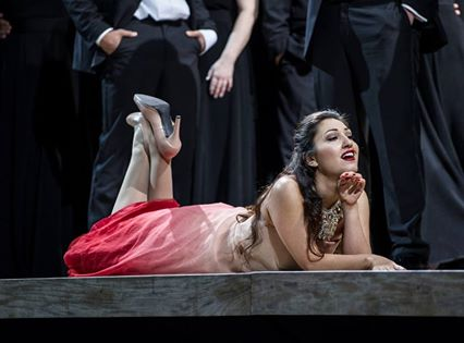 Kristina Mkhitaryan som Violeta Valery. Foto Erik Berg