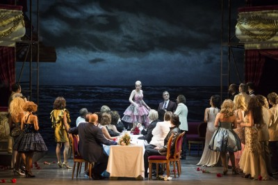 La Traviata, Violeta Valery and ALfredo at their beach house. Foto