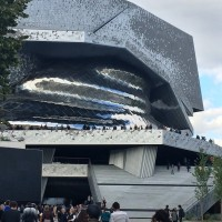 Philharmonie de Paris. Entrance to the expositions is straight in left of the rolling staircase. Foto Henning Høholt