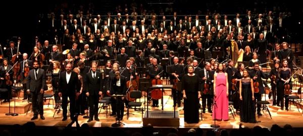 Applause, From left, Lionel Sow, choire leader, Matthias Goerne, baryton, Andrew Staples, tenor, Daniel Harding, conductor, Gerhild Romberger, alt. Kate Royal, sopran. Christians Karg, sopran      <div title=