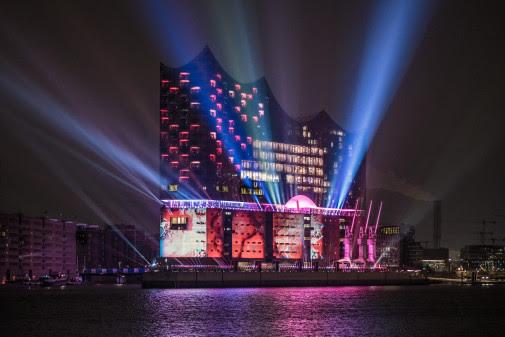 The spectacular light display on the facade of the Elbphilharmonie, Hamburg's new landmark (Photo: Ralph Larmann)